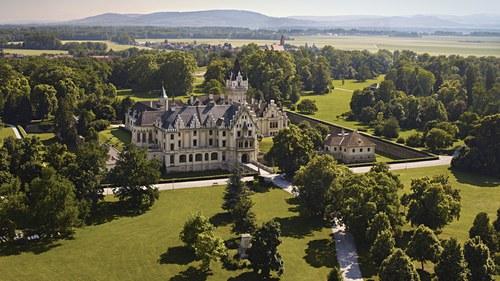 Schloss Grafenegg mit Park