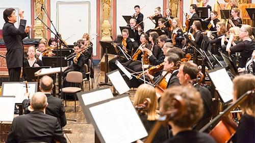 Das Tonkünstler-Orchester mit seinen drei Residenzen im Musikverein Wien, im Festspielhaus St. Pölten und in Grafenegg ist einer der größten und wichtigsten musikalischen Botschafter Österreichs.  © PhotoWerk
