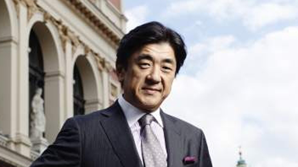Born in Kyoto, Music Director of the Tonkunstler Orchestra since the start of the 2015-16 season, Yutaka Sado is considered one of the most important Japanese conductors of our time.